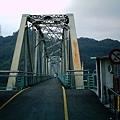 鐵橋過後是一段非常涼快的隧道