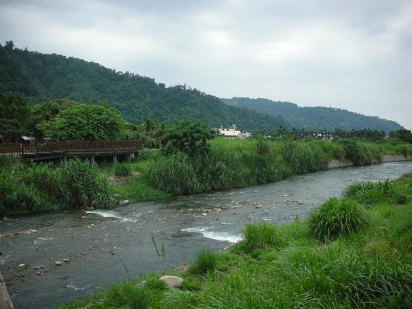 情人木橋河景