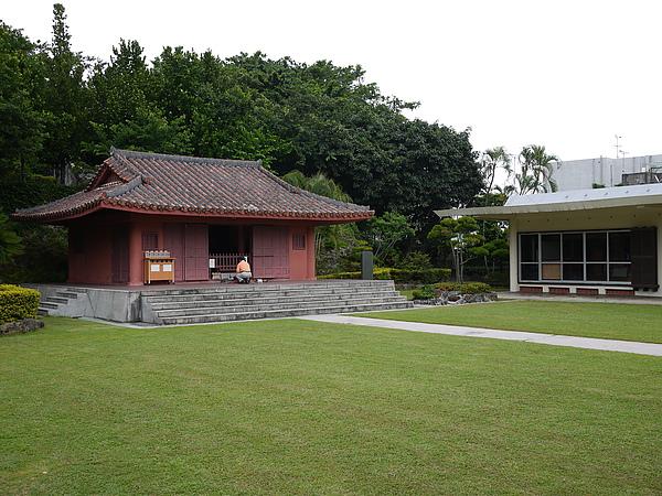孔廟裡還有兩間廟宇,供奉媽祖和關公等