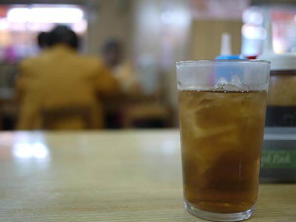 來到極富好評的花笠食堂吃沖繩家鄉料理