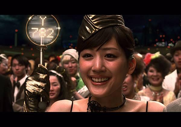 06_綾瀨遙笑容洋溢.jpg
