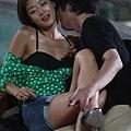 全智賢在《神偷大劫案》片中,大秀美腿2