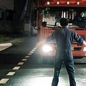 《101次求婚》中,黃渤為了示愛,以肉身阻擋卡車。