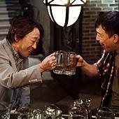 電影《101次求婚》片中,當年電視版男主角武田鐵矢再次上陣演出,與黃渤有精采對手戲-2