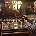 電影《101次求婚》片中,當年電視版男主角武田鐵矢再次上陣演出,與黃渤有精采對手戲-1