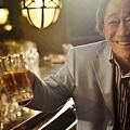電影《101次求婚》片中,當年電視版男主角武田鐵矢再次上陣演出,與黃渤有精采對手戲-3