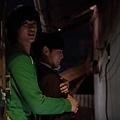 《偉大的隱藏者》工作照_一場曖昧的熊抱戲,金秀賢、李玹雨笑場不斷_1