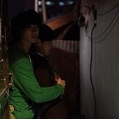 《偉大的隱藏者》工作照_拍戲前金秀賢、李玹雨排練,李玹雨就露出嬌羞感
