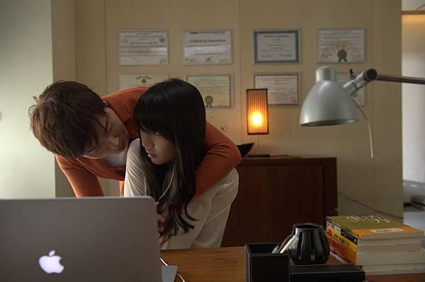 《被偷走的那五年》片中伍思凱飾演白百何的心理醫生,卻對病患有遐想_3.jpg