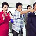 森田芳光執導《幸福特快車》時的工作模樣,中間者為森田芳光。