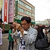 《戀戀海灣》導演陳以文拍片前拜拜,祈求平安_1.jpg