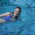 國片《戀戀海灣》記者會_女主角金小曼現身材  現泳技_2