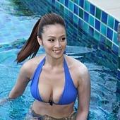 國片《戀戀海灣》記者會_女主角金小曼現身材  現泳技_1