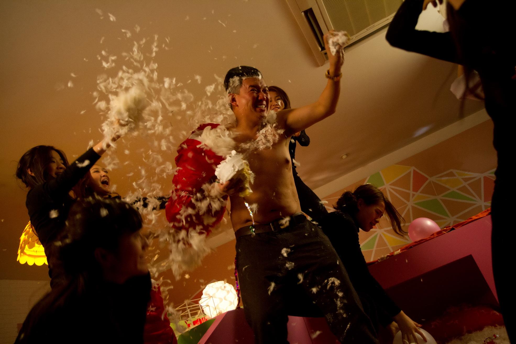 杜汶澤飾演一個收債流氓誤打誤撞成為新鮮經紀人