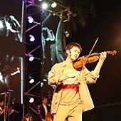 《加油!男孩》男主角邱澤飾演歸國的音樂大師