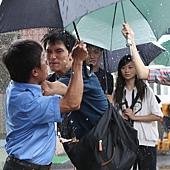 《加油!男孩》男主角邱澤辛苦拍攝下雨戲
