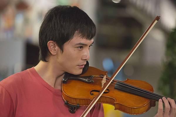 《加油!男孩》男主角邱澤辛苦練習小提琴