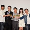 《加油!男孩》演員們舉杯「甘蔗汁」預祝票房大賣.jpg