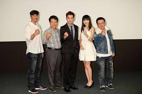 《加油!男孩》導演和演員一起為電影加油.jpg