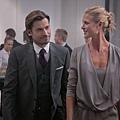 劇照_《獵頭遊戲》老婆黛安娜介紹男主角羅傑認識了克拉斯.jpg
