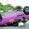 《幸福快遞》劇照_男主角張雁名驚險翻車受傷