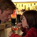 《梅西的世界》劇照_亞歷山大史柯斯嘉飾演梅西的繼父照顧梅西.jpg