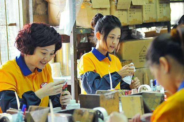 《幸福快遞》劇照_女主角卓文萱在玉兔鉛筆學校工作,喚起五六年級的回憶.jpg