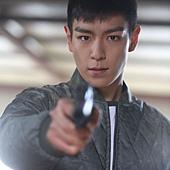 劇照_《同窗生》男主角明勳(T.O.P飾) 接替父親的任務成了殺人工具拯救自己與重病的妹妹