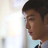 劇照_《同窗生》男主角明T.O.P在《同窗生》展現細膩情感的演技