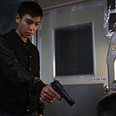 劇照_《同窗生》男主角明勳(T.O.P飾) 接替父親的任務成了殺人工具