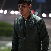 劇照_《同窗生》T.O.P 主演《同窗生》上映三天票房破170萬演繹少年間諜的無奈