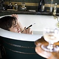 BHR_賽巴斯汀在浴缸中沉思.jpg