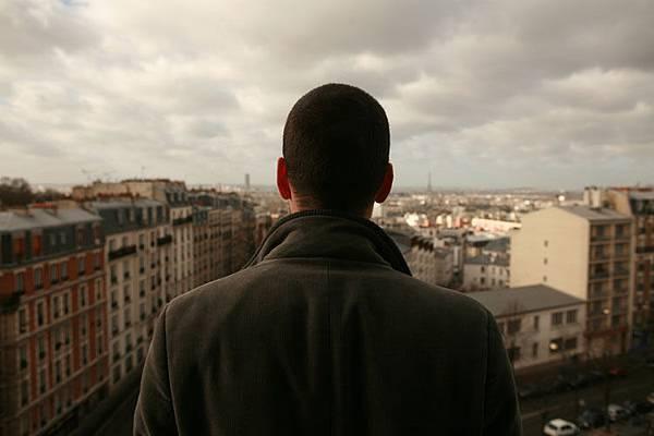 Paris-劇照08_01凝望巴黎的皮耶
