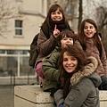 Paris-劇照09_01艾莉絲與孩子們