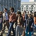 哈維米克和傑克參與遊行人群.jpg