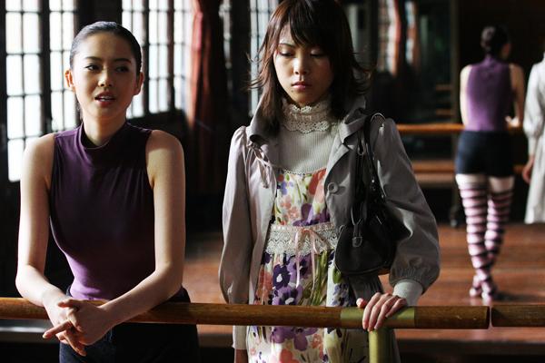 高雅羅(左)飾演天才舞者Liz