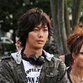 平岡祐太飾演因為舞蹈而邂逅了昴的浩平