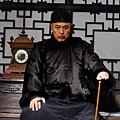 劇照01-康老爺(張鐵林飾)