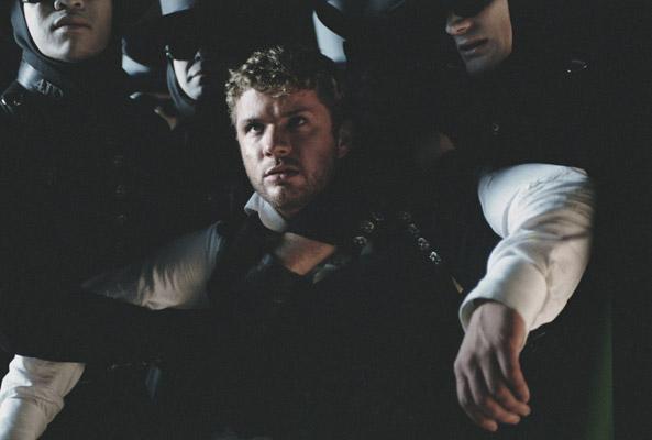 人物介紹01_雷恩菲利浦飾演其時城的秘密警察普利斯特