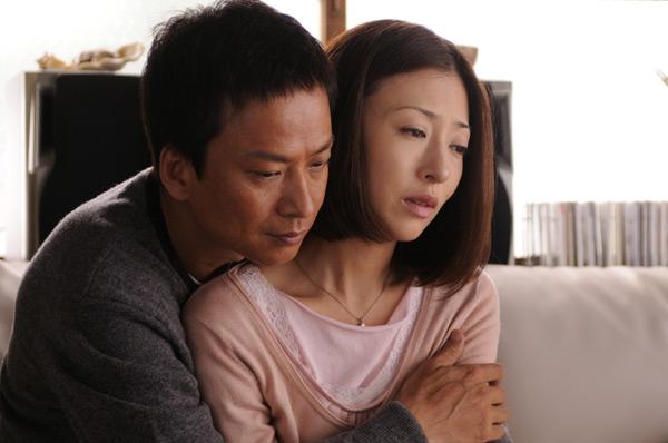 photo01-松雪泰子與椎名桔平飾演夫妻