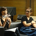 09.06第一場講座-ELLE美容編輯 楊舒涵(左) 分享美容保養心得