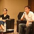 09.06第一場講座-ELLE總編輯 盧淑芬(左) & 山水電影行銷經理 嘉世強(右)