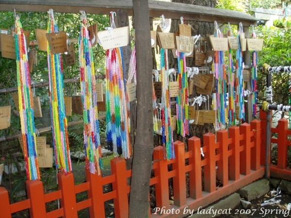 上野公園裡神社的千紙鶴l.JPG