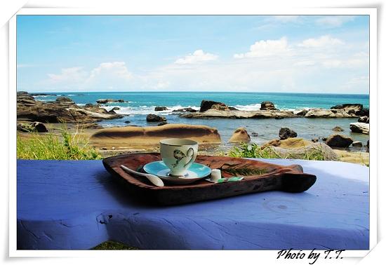 海邊喝咖啡.jpg