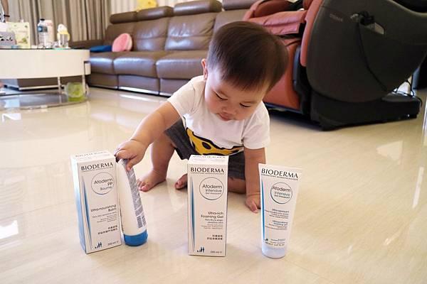 藥局專售=來自法國的【BIODERMA貝膚黛瑪】特別針對乾性以及問題肌膚推出適合0-2歲寶寶使用的舒益潔膚凝露+修護滋養乳=