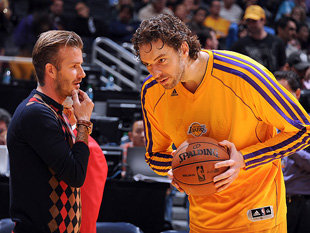 David-Beckham-and-Pau-Gasol-discuss-the-spread-pick-and-roll-probably.-Getty-Images