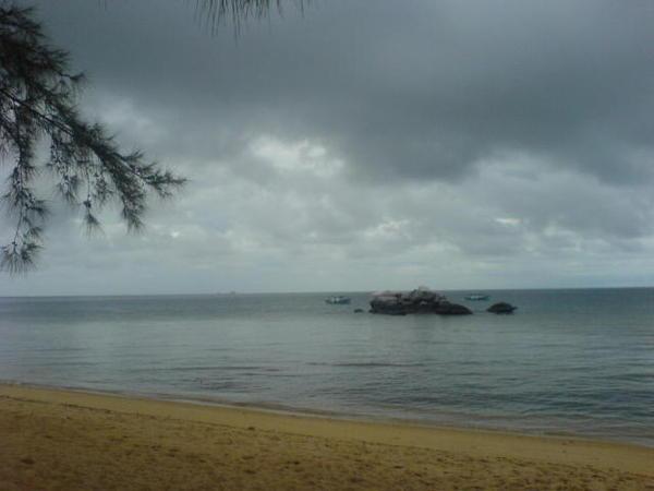 刁曼岛 。大雨前~22072005.JPG