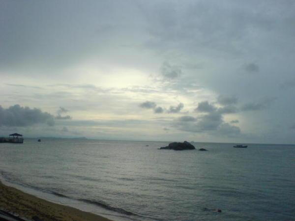 刁曼岛 。大雨后~22072005.JPG