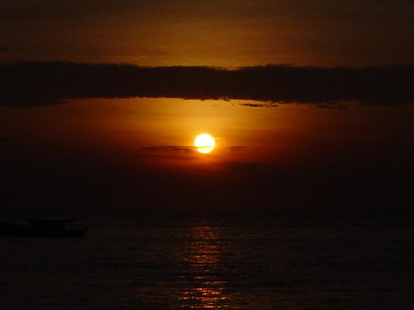 刁曼岛 。日落~ 11052004.JPG