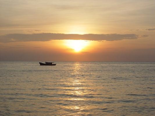 刁曼岛。日落~  11052004.JPG